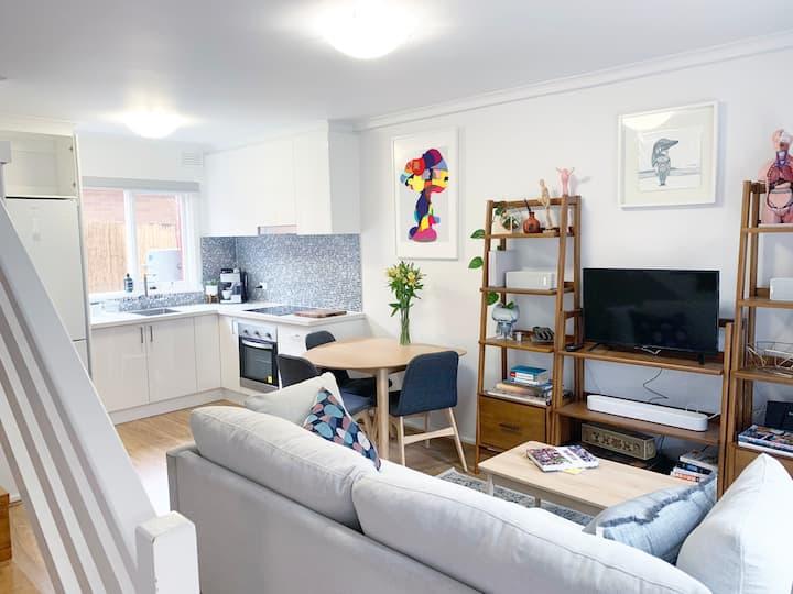 Stylish Apartment Reservoir