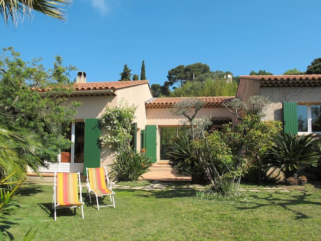 100 m² Holiday home in Giens