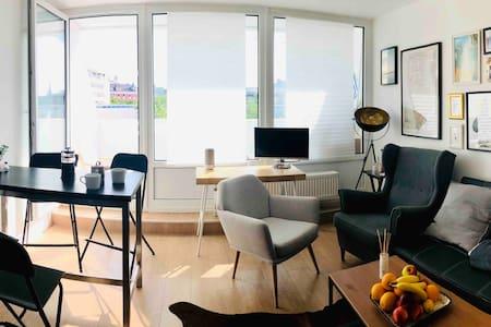 Stylish city apartment (15min to Oktoberfest)