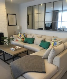Comfortable room in a modern home - Rumah