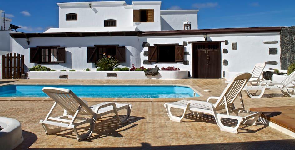 Villa Los Dragos - Yuco - บ้าน