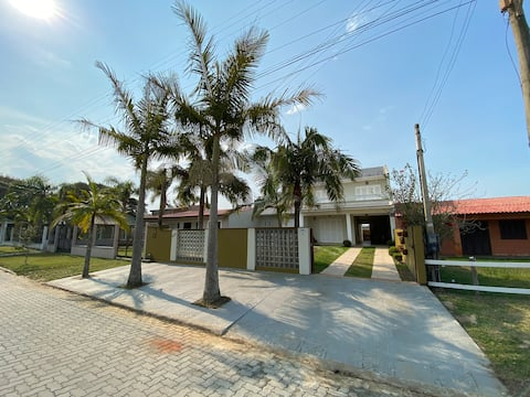 Casa ampla com piscina Praia Real - Torres