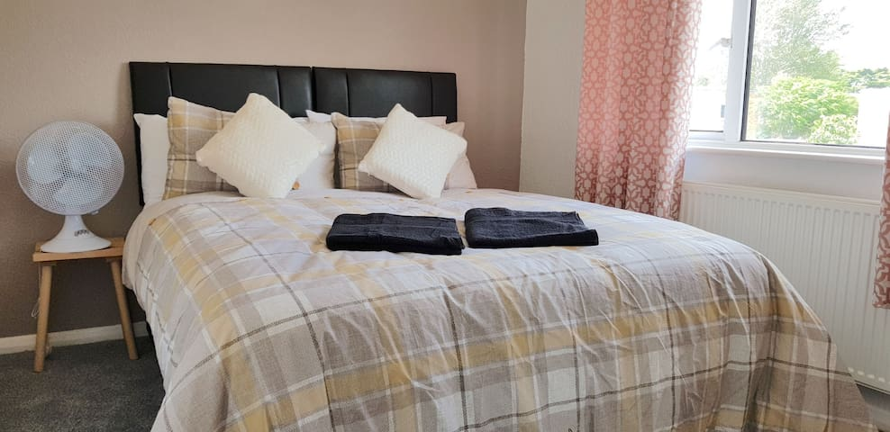 (7SM-11) Dreams Serviced Accommodation- Staines/Heathrow