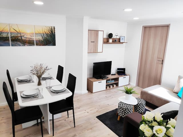 Brand new 2 bedroom city centre entire home