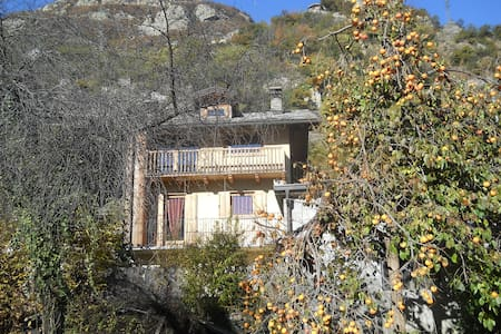 Cosy room with garden near Forte di Bard - Hone