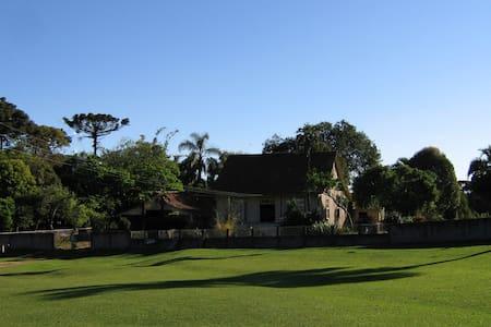 Casa de Campo em Estilo Colonial do Século XIX - Curitiba