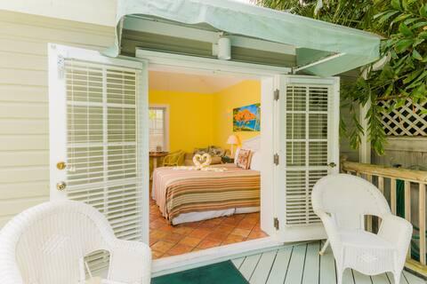 Poolside Studio Villa  steps from Duval St!