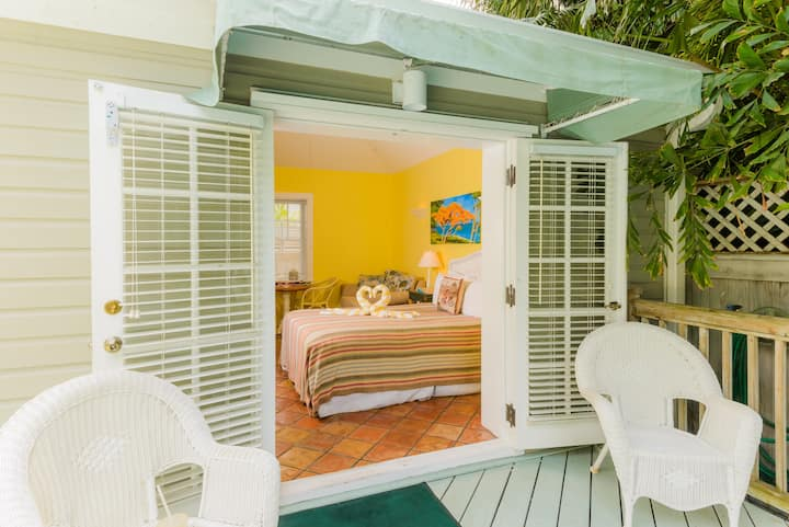 Poolside Studio Villa  steps from Duval St!