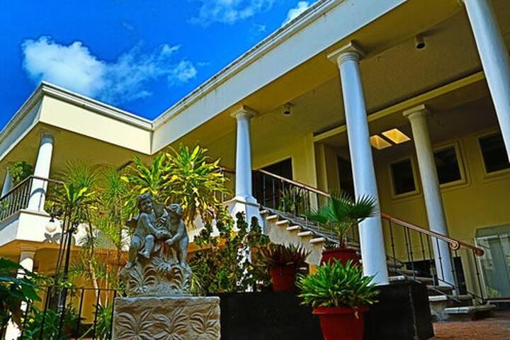 Suites Zona Hotelera