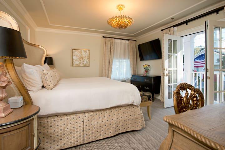 Room 204 - Old Town Bluffton Inn