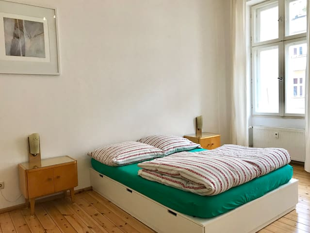 Nice Room with balcony in Neukölln