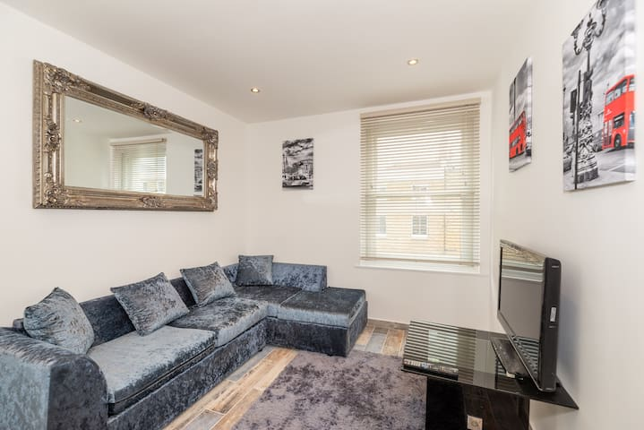 Modern 1 bed Bright  Apartment