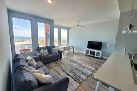 Top Floor Luxury Boardwalk Condo w/ Ocean View