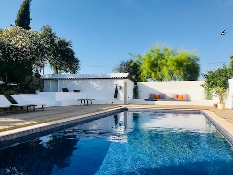 Idyllic Portuguese Farmhouse, Pool & Privacy for 6