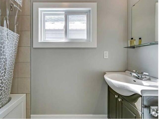 Bedroom in North End Hamilton - Hamilton - Casa