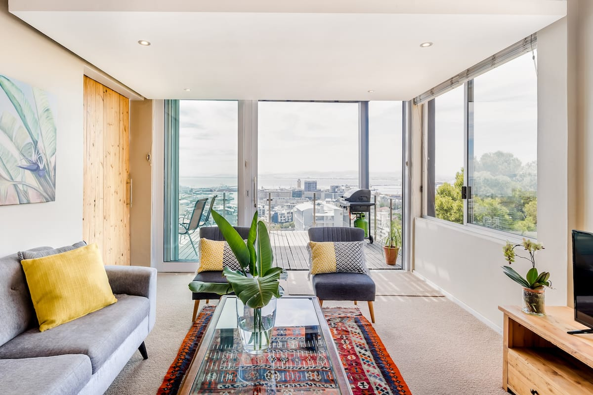 Relax at a Green Point Pad with Amazing Views