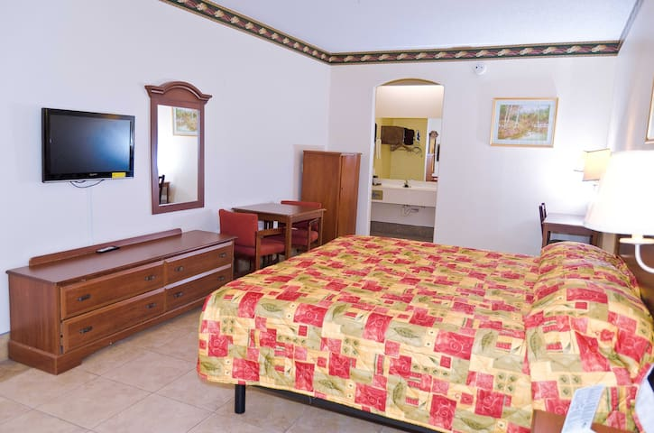 Deluxe King Bedroom w/ private bath - Edinburg - Apartamento