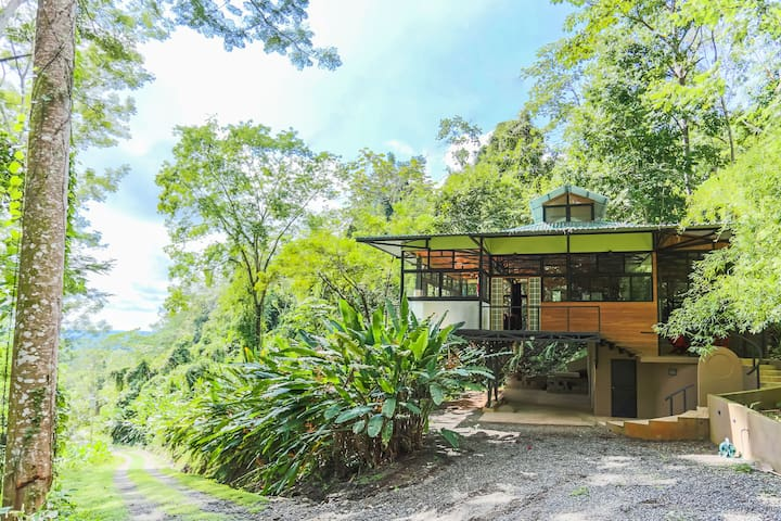 Rainforest Getaway Casa Bamboo - Parrita - House