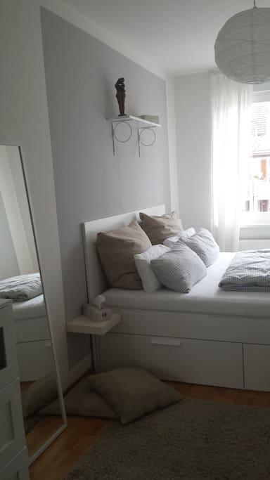 Schlafzimmer, Bett 180x200cm