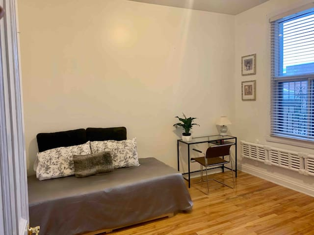 Cozy Room for a Solo Traveler - Mile End MTL