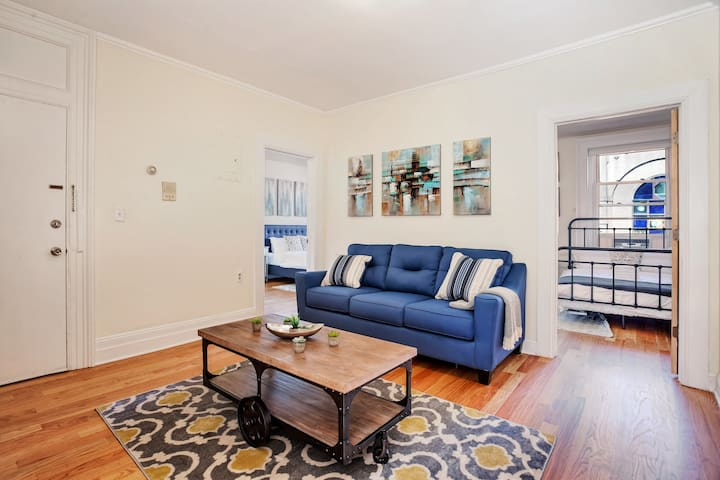 GORGEOUS 2BR/1BA in Trendy JC! Min to NY! Sleeps 8