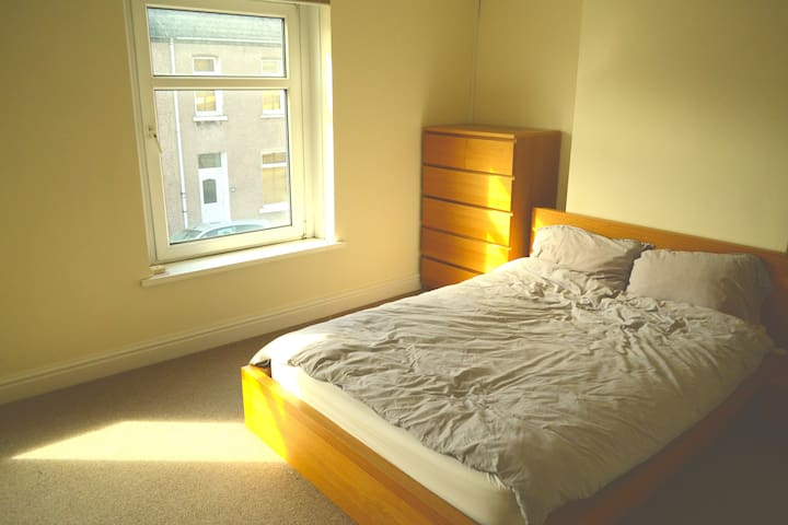 Comfortable 2 bed terraced house - Cardiff