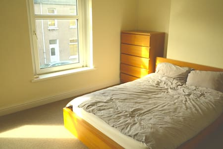 Comfortable 2 bed terraced house - Cardiff - Ház