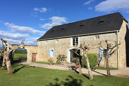 Authentique Grange Béarnaise au pied des Pyrénées