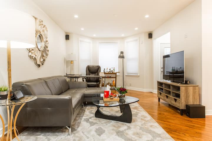 DESIGNER CONDO Whole Foods | IDEAL LONG STAY |Pool
