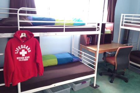 Comfy Bed in a Home Hostel Bunk #2 - Redondo Beach