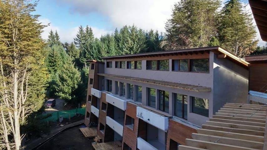 Apartamento nuevo en bosque zona centro - Villa La Angostura - Departamento