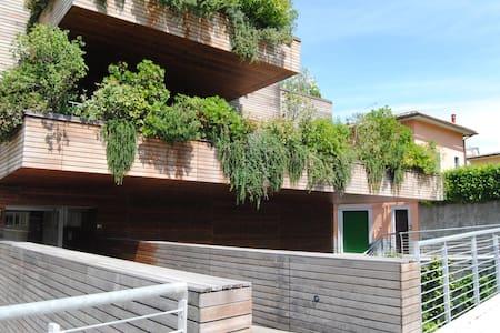 """La casa nel viaggio - La """"casa natura"""" in città - Colle di Val d'Elsa - 公寓"""