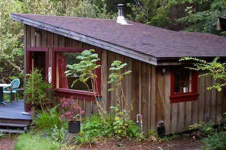 Big River Ridge Cottage, private, cozy in Redwoods - Mendocino - Srub