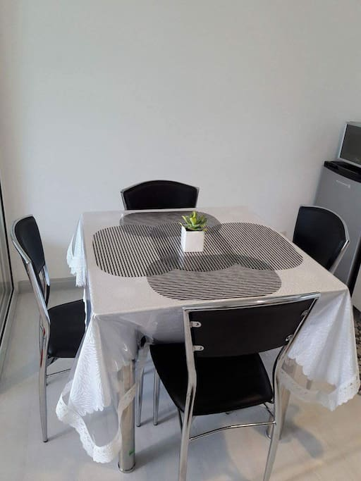 Dinning table complete for 4pax kitchen ware.