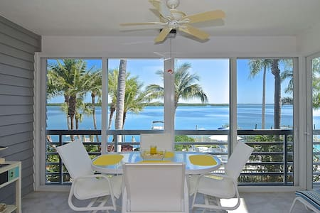Harbour Villa on Longboat Key w/beautiful bay view