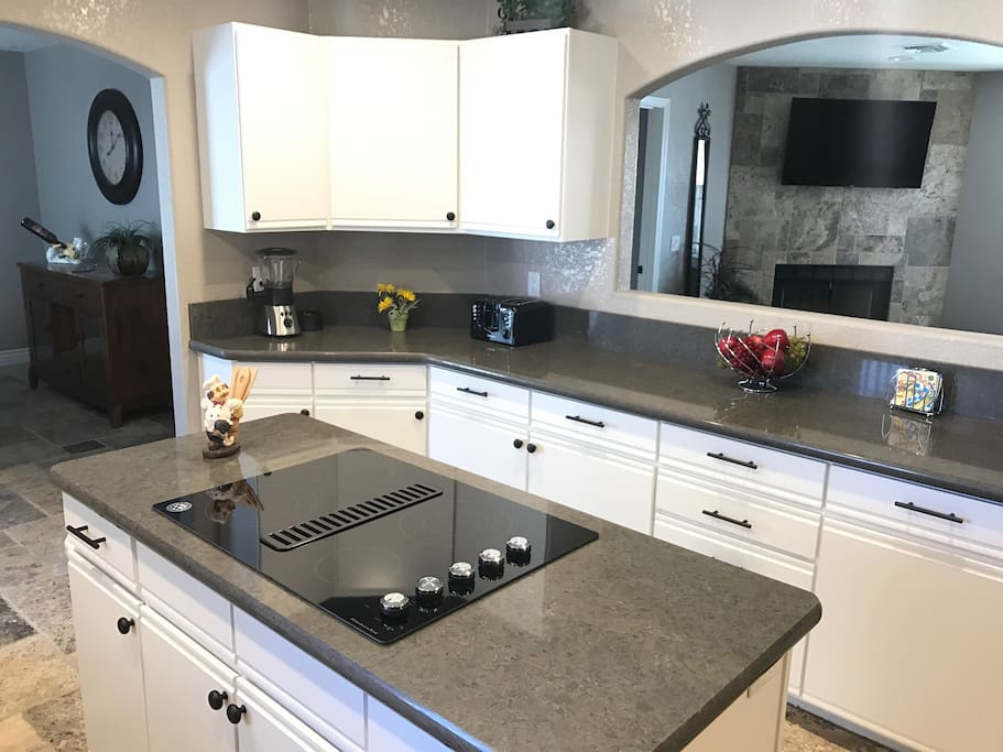 Newly Renovated Full Kitchen