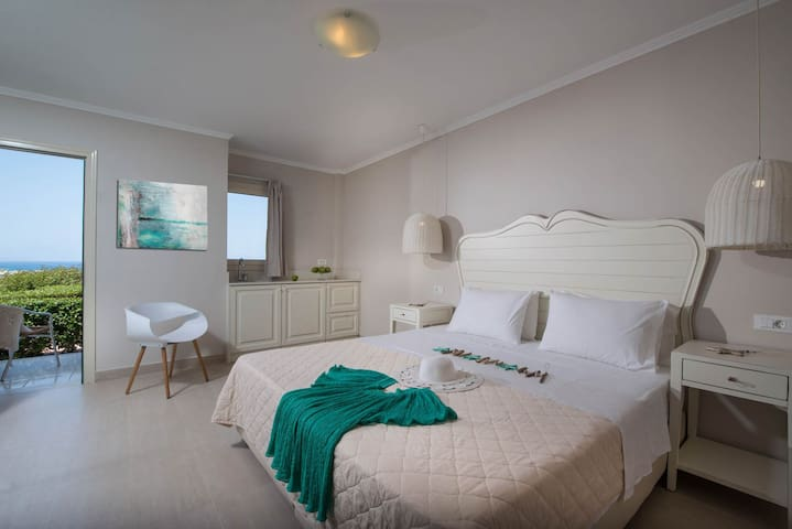 Deluxe Mini Suite Sea View Shared Pool (A7)+ BB
