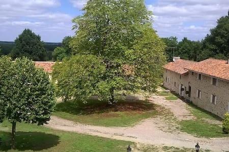 Maison de charme avec piscine privative et jacuzzi - Esse