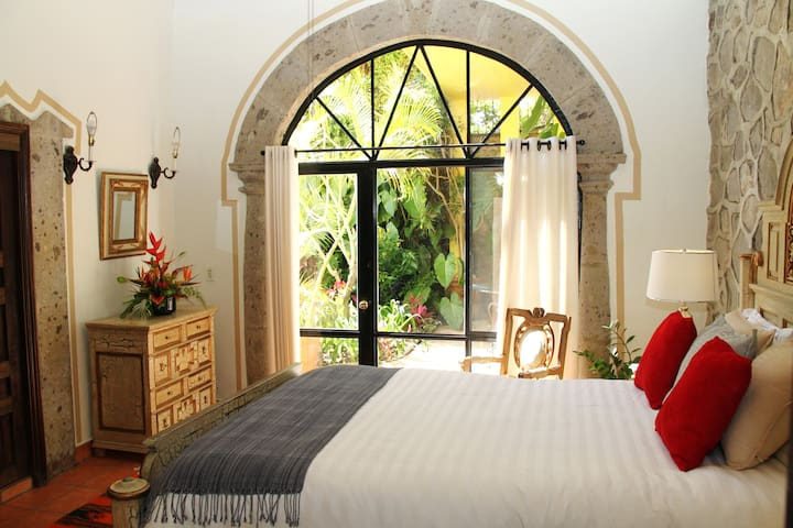 Queen Room with Garden View, Villa del Angel B&B