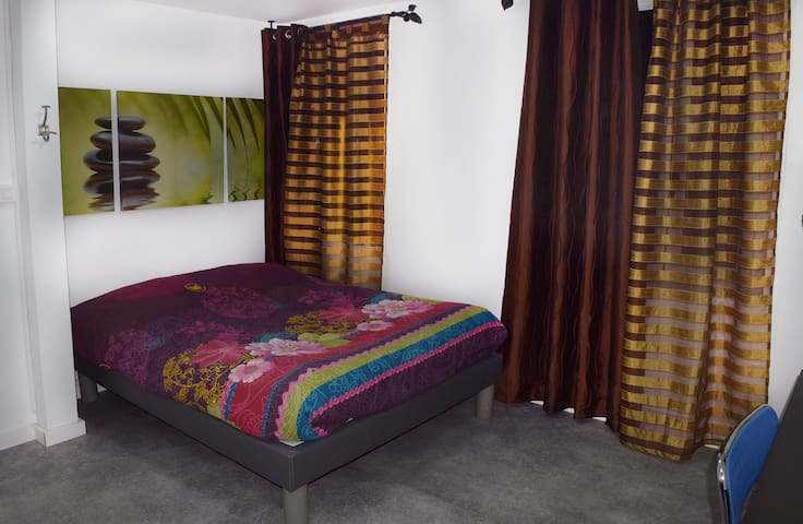 chambre 13,5 m², kitchenette, 2 pers