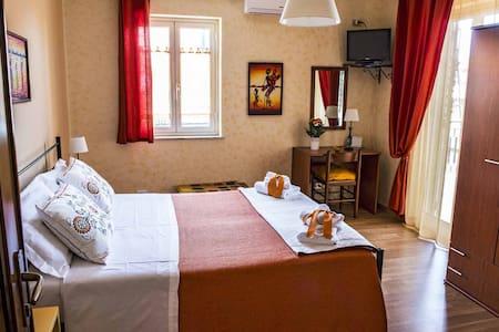 Camera a Nicolosi per 3 persone ID 545 - Nicolosi - Bed & Breakfast