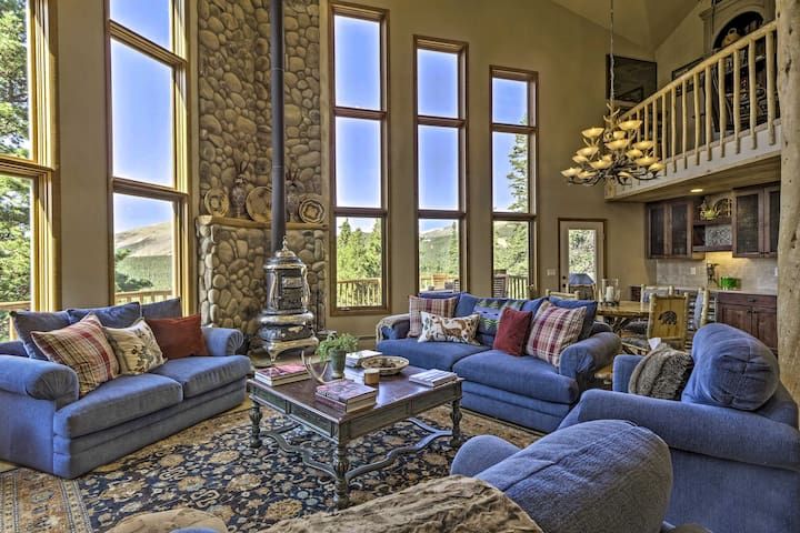 NEW! Ultimate Mtn Retreat: Hot Tub, Fire Pit, Etc!