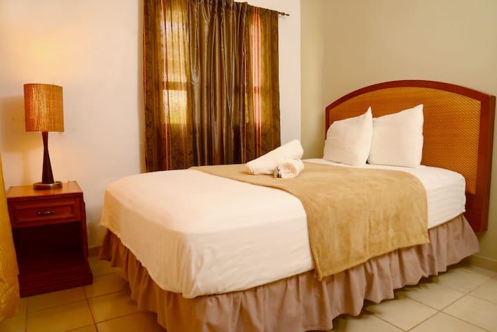 Full-size Bedroom 3
