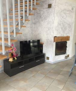 GITE POUR 8 PERSONNES - La Roche-Morey - Apartamento