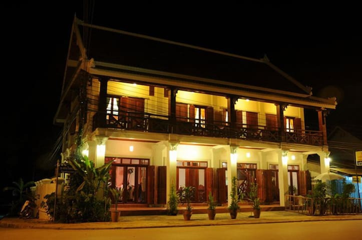 Deluxe double room in the heart of Luang Prabang