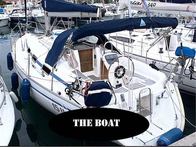 Sailing boat by the Aquarium + Cinque Terre cruise
