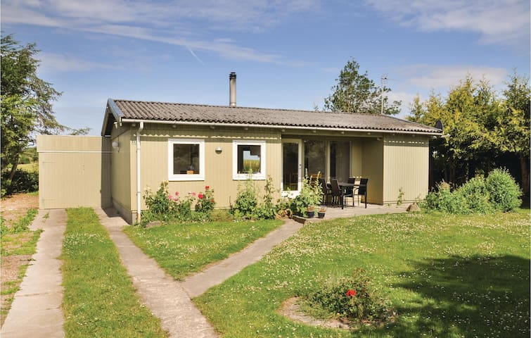 Holiday cottage with 3 bedrooms on 53m² in Bogense