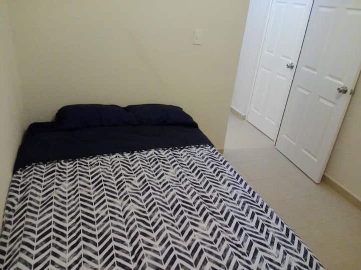 Excelente habitación con baño individual