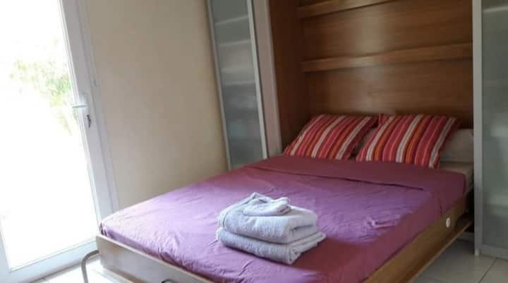 Chambre avec lit double et SDB privatisé