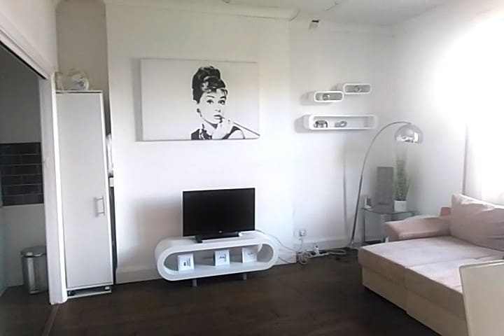 Luxury Apartment by Abbey Road Studios-The Beatles